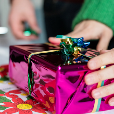 Gift Giving Guide: How and What to Give When You're Not Sure of your Status